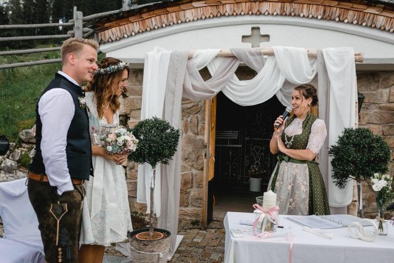 freie Rednerin Tirol, Almhochzeit, freie Trauung Oberbayern